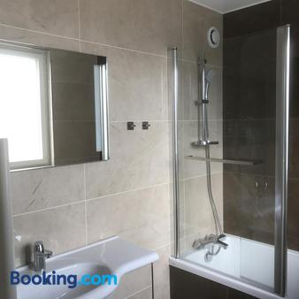Hotel Le Cercle - Cherbourg-Octeville - Bathroom
