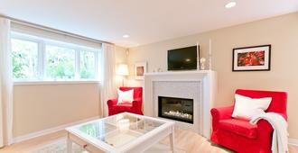 Heritage Suite In Central Kitsilano Close To Everything, License #18-549775 - Vancouver - Living room