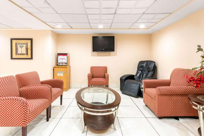 Quality Inn Orlando Airport - Orlando - Area lounge