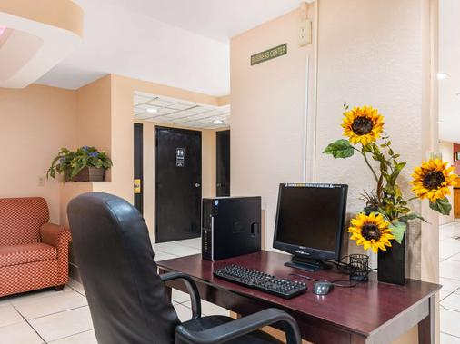 Quality Inn Orlando Airport - Orlando - Business center