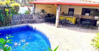 Dos Palmas Studio Apartments - Alajuela
