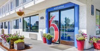 Motel 6 Medford South - Medford - Building