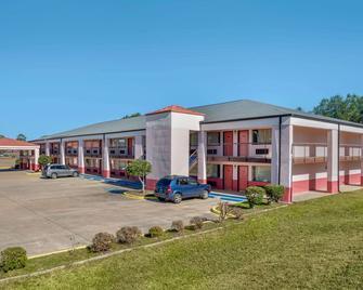 Econo Lodge Inn & Suites - Forest - Building