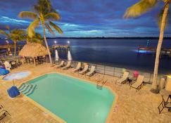 Hutchinson Island Plaza Hotel and Suites - Форт-Пірс - Басейн
