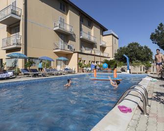 Hotel La Darsena - Passignano sul Trasimeno - Pool