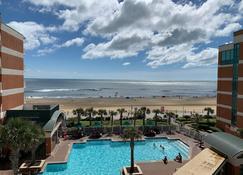 Holiday Inn & Suites Virginia Beach North Beach, An IHG Hotel - Virginia Beach - Zwembad
