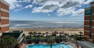 Holiday Inn & Suites Virginia Beach North Beach, An IHG Hotel - Virginia Beach - Pool