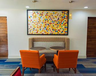 Holiday Inn Express Hotel & Suites Kinston, An Ihg Hotel - Kinston - Лаунж