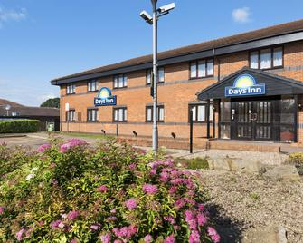 Days Inn by Wyndham Warwick South M40 - Warwick - Gebouw