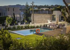 Somewhere - Estoril Guesthouse - Estoril - Piscina
