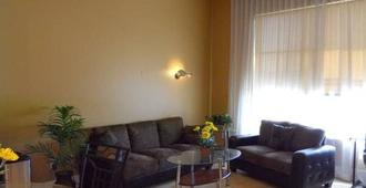 Deluxe Condo Conveniently Located In San Jose Upscale Santana Row Neighborhood - San Jose - Wohnzimmer