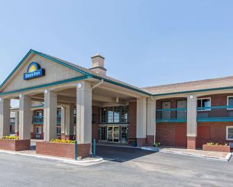 Days Inn by Wyndham Hays - Hays - Building