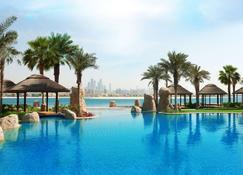 Sofitel Dubai The Palm Luxury Apartments - Dubái - Piscina
