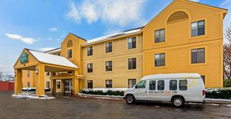 La Quinta Inn & Suites by Wyndham South Burlington - South Burlington