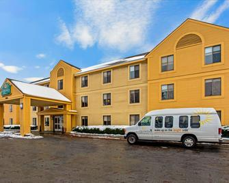 La Quinta Inn & Suites by Wyndham South Burlington - South Burlington - Gebäude