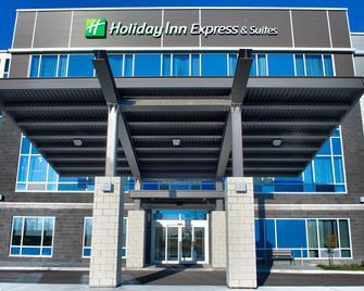 Holiday Inn Express & Suites Vaudreuil - Dorion - Vaudreuil-sur-le-Lac - Gebäude