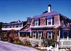 Sea Breeze Inn - Hyannis - Building