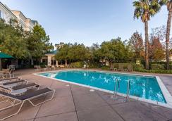 Hilton Garden Inn Fairfield - Fairfield - Pool