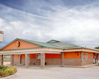 Super 8 by Wyndham Siloam Springs - Siloam Springs - Building