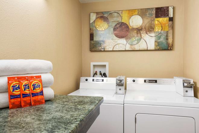 速 8 科達倫酒店 - 多藍湖 - 科達倫 - 洗衣設備