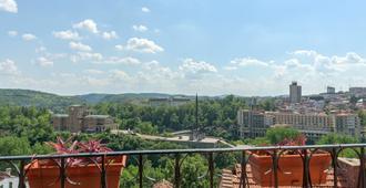 Stambolov Hotel Veliko Tarnovo - Veliko Tarnovo - Balcony