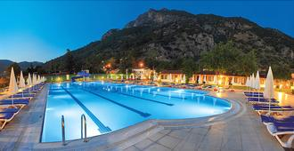 Oludeniz Beach Resort By Z Hotels - אולודניז - בריכה