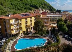 Hotel Bisesti - Garda - Κτίριο
