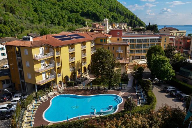 Hotel Bisesti - Garda - Rakennus