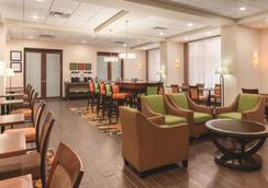 Hampton Inn by Hilton Edmonton/South, Alberta, Canada - Edmonton - Lounge