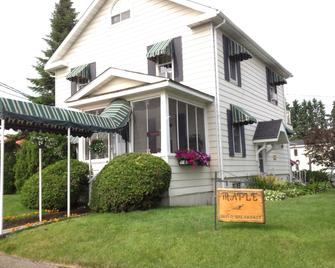 Maple Tourist Home Bed & Breakfast - Argosy - Building