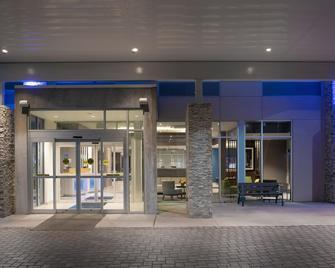 Holiday Inn Express & Suites North Brunswick - North Brunswick - Gebäude