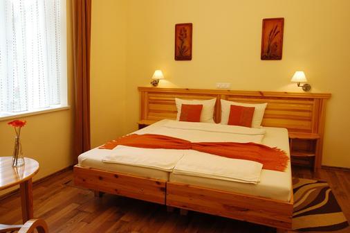 Hotel Manzard Panzio - Budapest - Bedroom