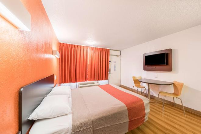 布里克敦 6 汽車旅館 - 奥克拉荷馬市 - 奧克拉荷馬市 - 臥室