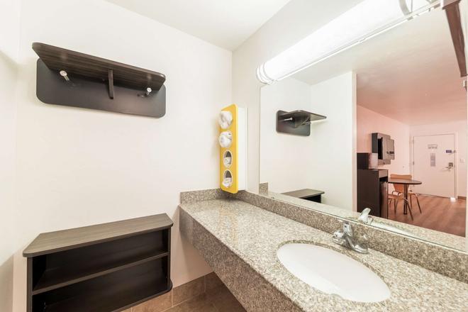 布里克敦 6 汽車旅館 - 奥克拉荷馬市 - 奧克拉荷馬市 - 浴室