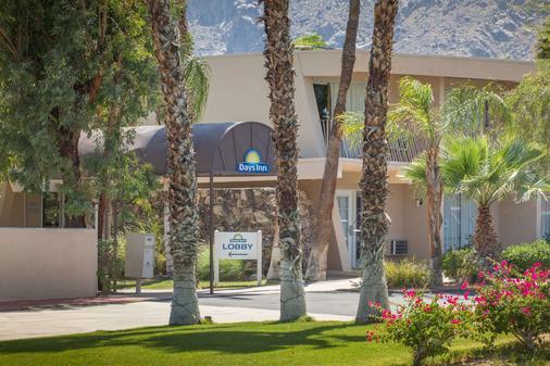 Days Inn by Wyndham Palm Springs - Palm Springs - Rakennus
