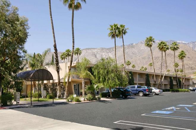 Days Inn by Wyndham Palm Springs - Palm Springs - Edificio