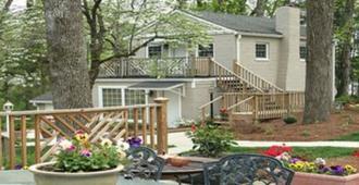 The Twin Lakes Lodge - Greensboro - Vista del exterior