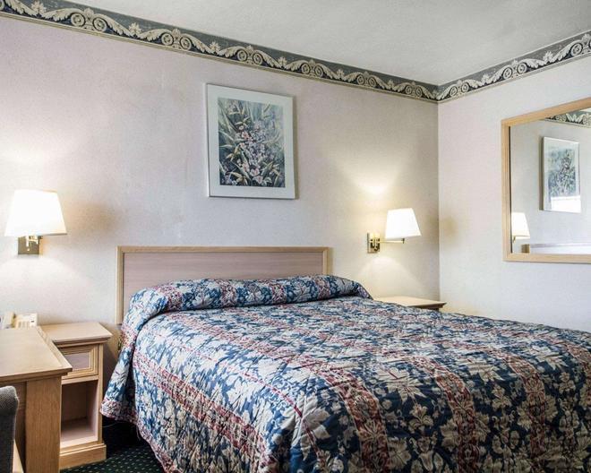 Rodeway Inn - Monterey - Bedroom