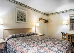 Rodeway Inn Monterey Near Fairgrounds - Monterey - Bedroom