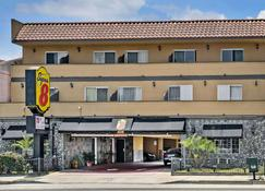 Super 8 By Wyndham Inglewood/Lax/La Airport - Inglewood - Building