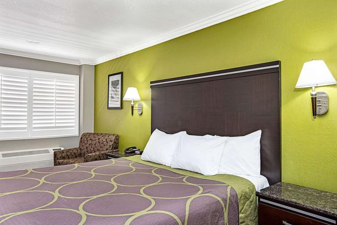 Super 8 By Wyndham Inglewood/Lax/La Airport - Inglewood - Bedroom