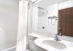 Microtel Inn & Suites by Wyndham Mankato - Mankato - Kylpyhuone