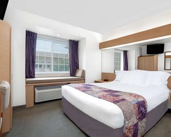 Microtel Inn & Suites by Wyndham Mankato - Mankato - Спальня