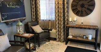 Sonesta Simply Suites Charlotte University - שרלוט - סלון