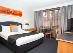 Alpha Hotel Canberra - Tuggeranong - Bedroom