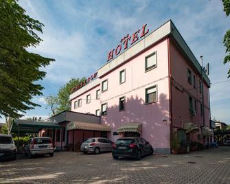 Hotel Rose & Crown - Correggio - Building