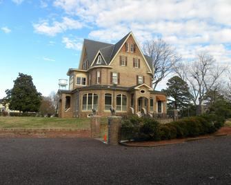 The Gables Victorian Mansion Bed and Breakfast Inn - Reedville - Building