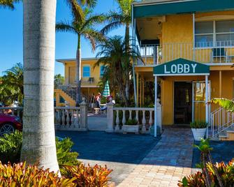 Siesta Key Beach Resort & Suites; Tiki & Pool - Sarasota - Edificio