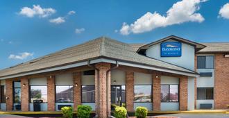 Baymont by Wyndham Tupelo - Tupelo - Building