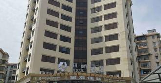 Insail Hotels (Guangyuanxincun Jingtai Pedestrian Street Guangzhou) - Guangzhou - Building